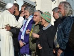 Papa Francisco-mendigos
